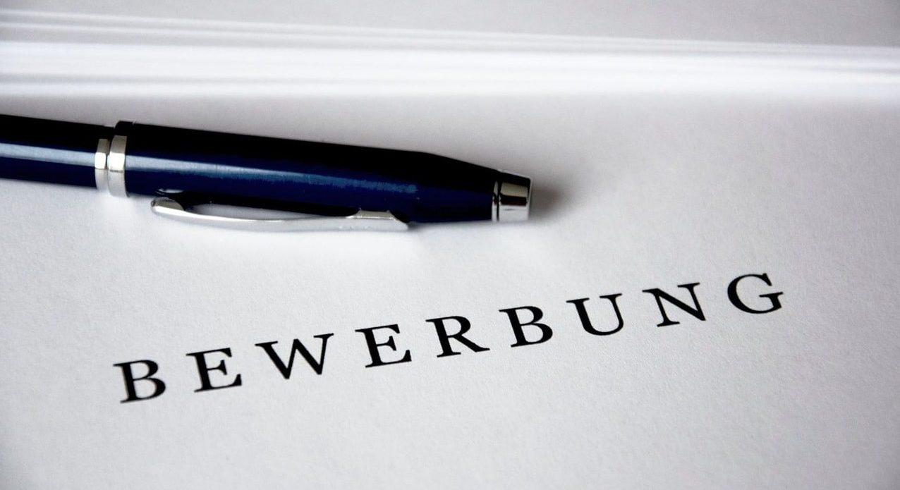 Bewerbungsschreiben mit Kugelschreiber
