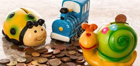 Sparkäfer, Sparzug und Sparschnecke stehen auf Kleingeld