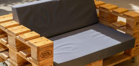 moderne Sitzgarnitur aus Holzpaletten