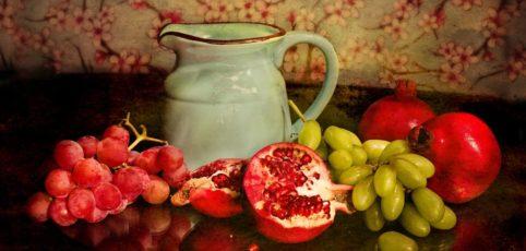 verschiedenes Obst in einer Schale auf einem Tisch