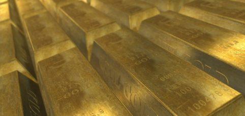 Blick über eine ganze Lage Goldbarren
