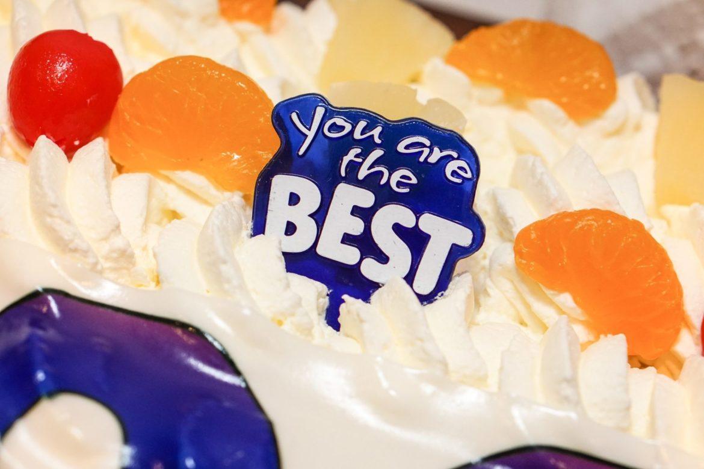 Geburtstagstorte mit you are the best darauf