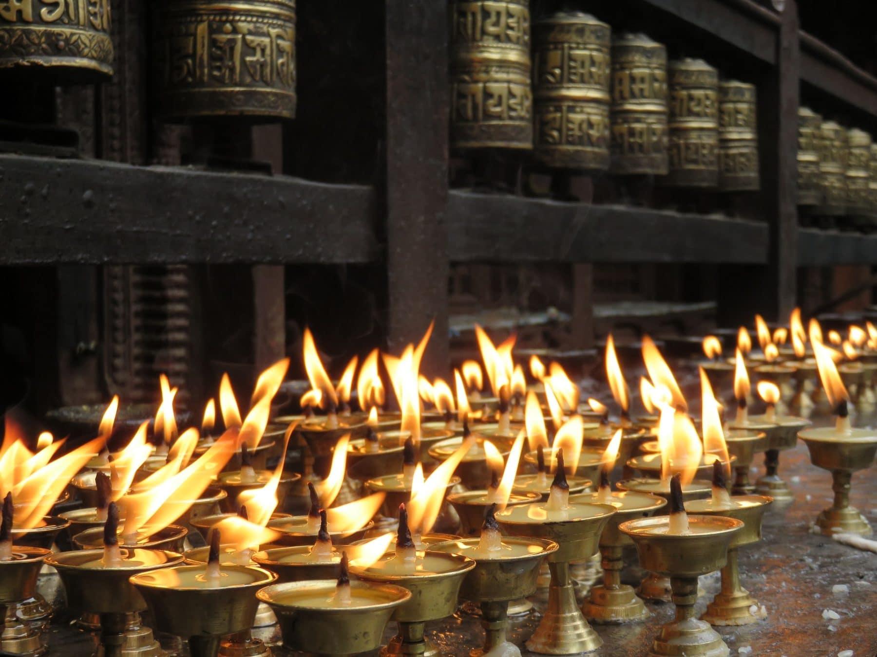 Kerzen in Tempel