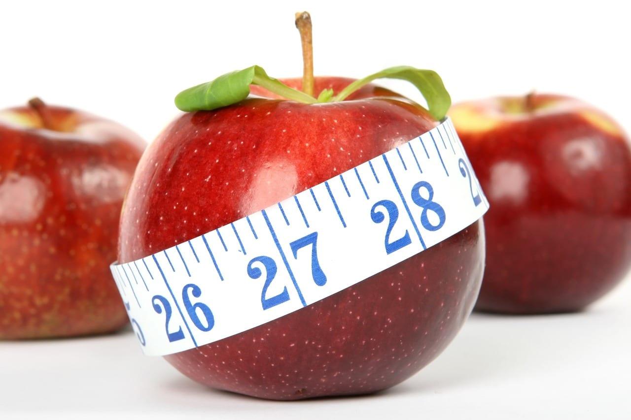 Apfel mit Maßband - Symbol für gesundes Abnehmen