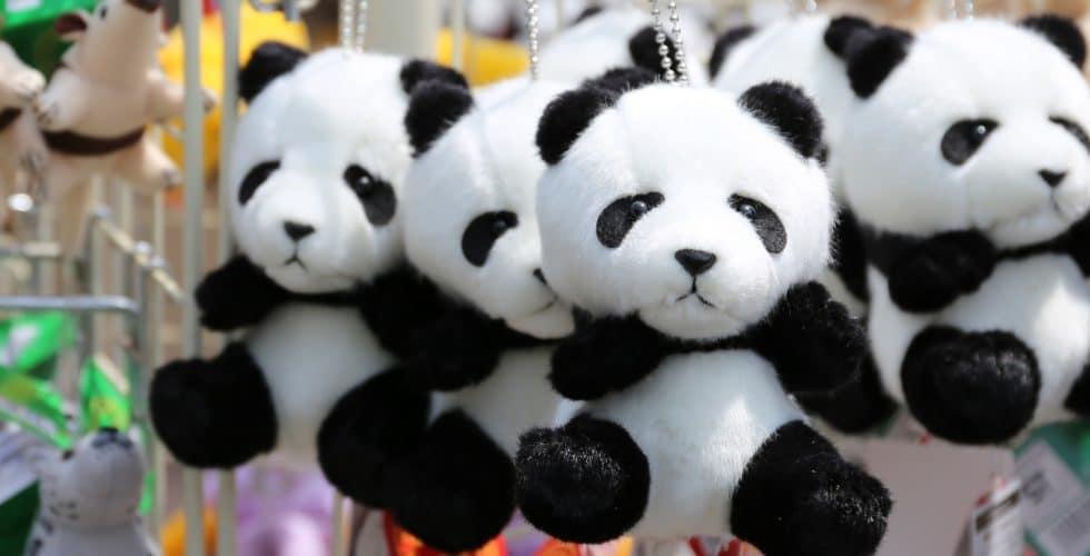 Ganz viele Panda-Stofftier-Babies im Laden