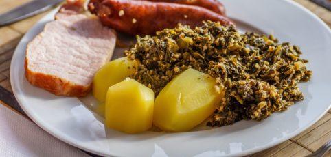 Grünkohl mit Pinkel, Kartoffeln und Kassler
