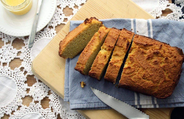 aufgeschnittenes Brot, glutunfrei gebacken