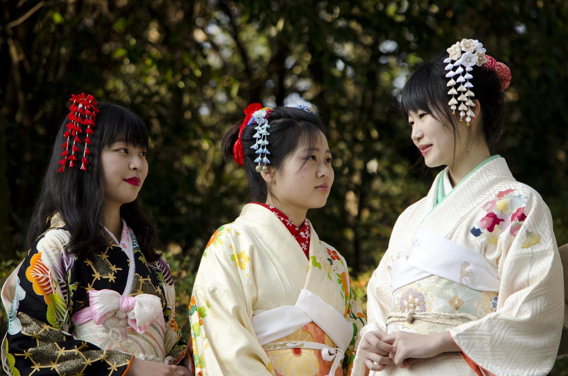 Drei Japanische Frauen in traditionellem Gewand