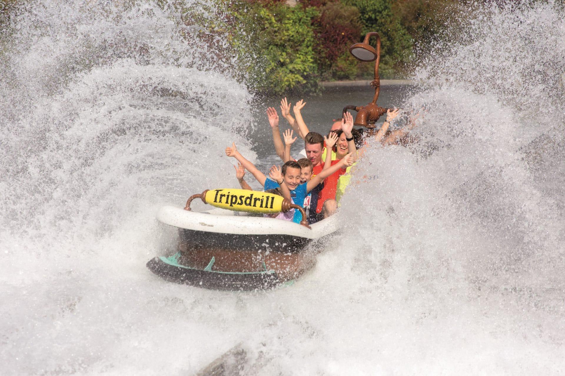 wilde Wasserbahnfahrt im Freizeitpark Tripsdrill