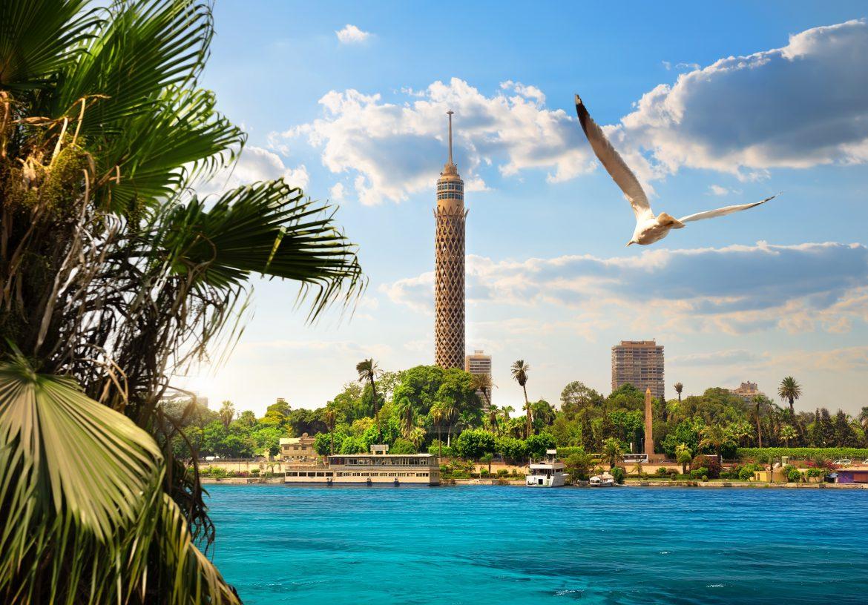 Blick auf den Fernsehturm von Kairo
