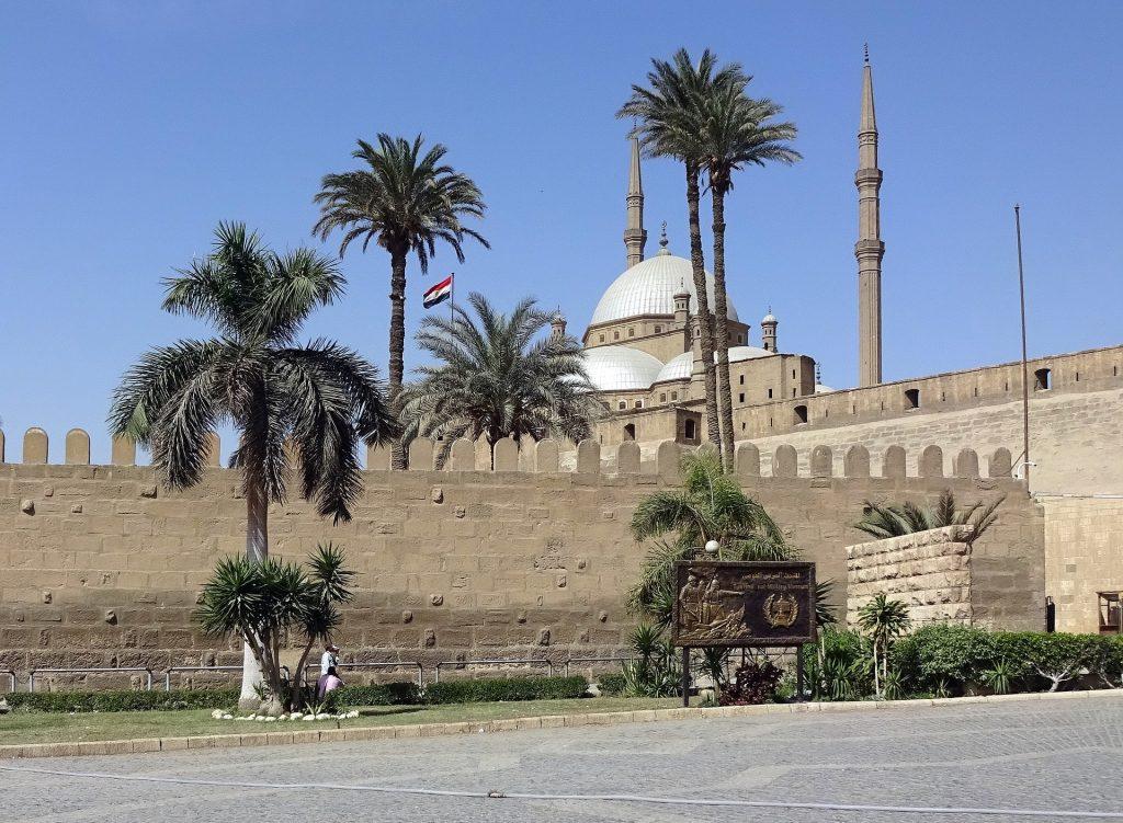 Islamischer Teil Kairos mit Moschee