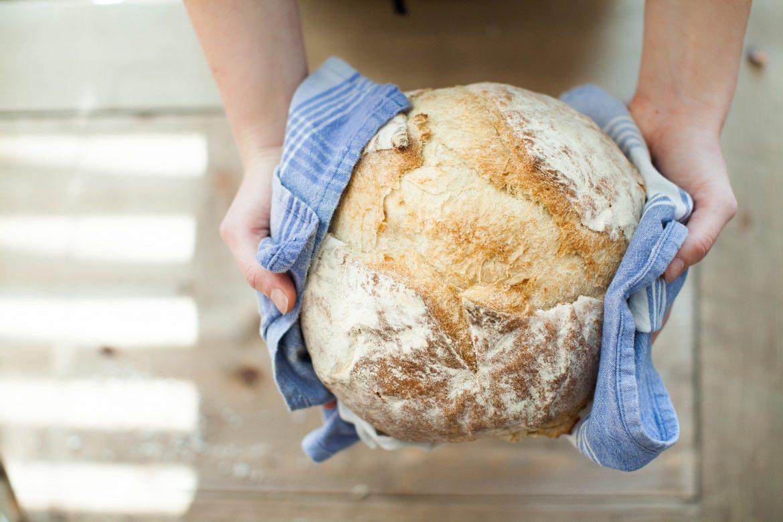 frisch gebackenes Brot aus dem Ofen