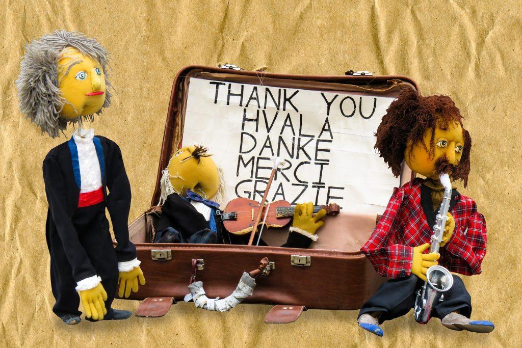 Puppen in einem Koffer
