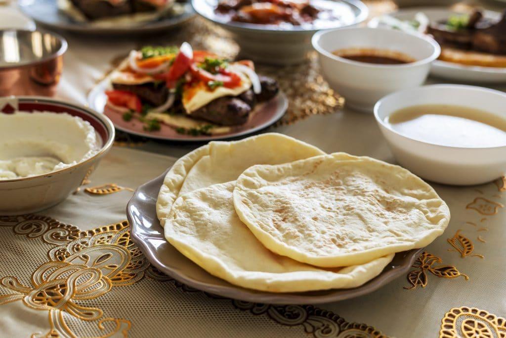 Arabische Küche reich aufgedeckt