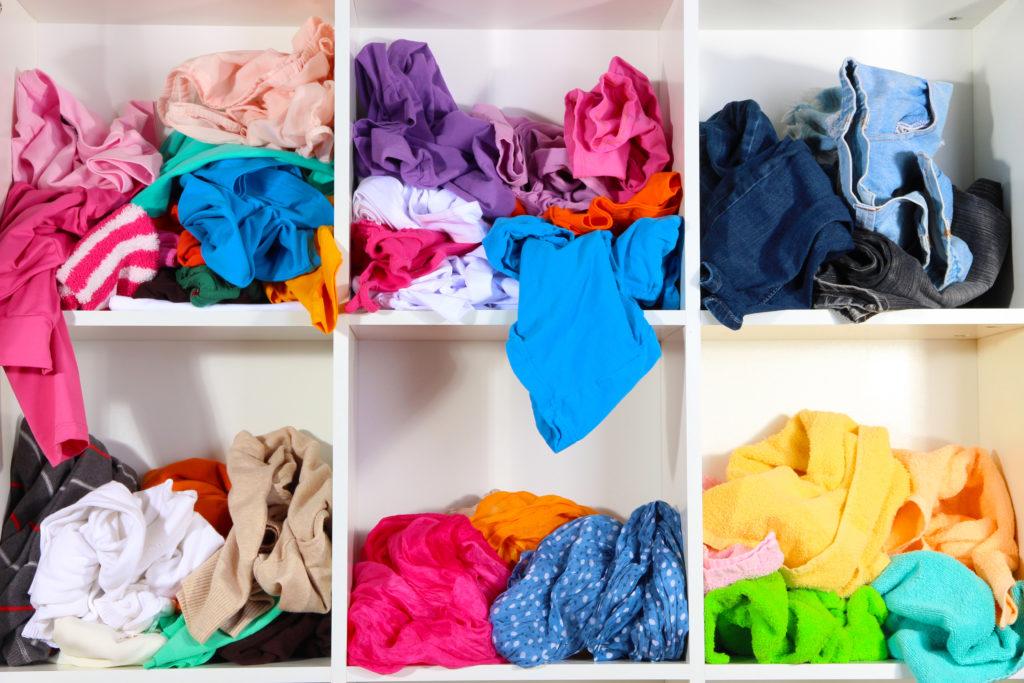 unordentlicher Wäscheschrank