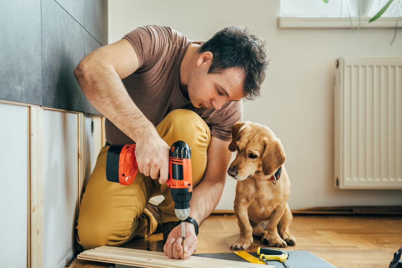 Hammer, Schraubenzieher und Co.: die wichtigste Grundausstattung für den Heimwerker