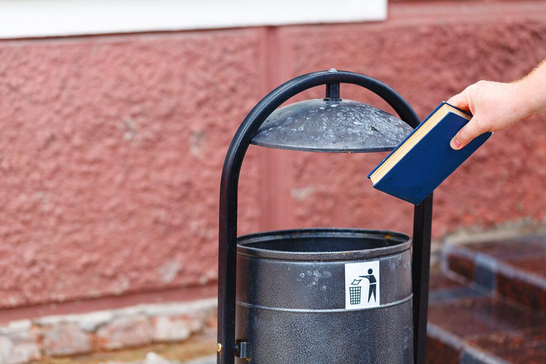 Bücher wegwerfen: Darf man das?